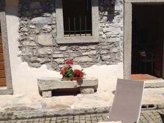 Caratteristico Cottage Zia Rosa - Argegno vacation rentals