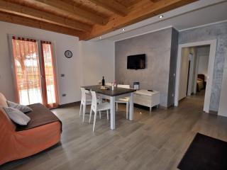 Casa Guetti Appartamenti Terme di Comano - Ponte Arche vacation rentals