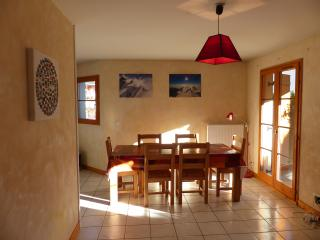 Quiet 3 bed 75m2 bourg ski summer free wifi wii - Bourg Saint Maurice vacation rentals