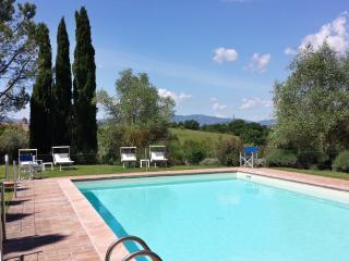 AGRITURISMO PALAZZO VAL DEL SASSO - Castiglione Del Lago vacation rentals