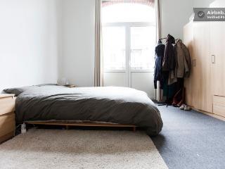 1st floor studio in trending area - Etterbeek vacation rentals
