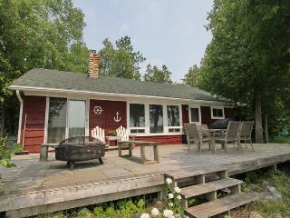 Perfect Cottage with Deck and Satellite Or Cable TV - Miller Lake vacation rentals