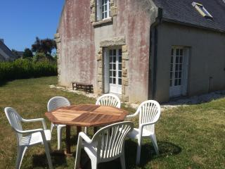Bright 3 bedroom Roscoff House with Internet Access - Roscoff vacation rentals