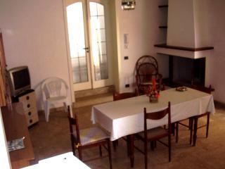 salento! nuovo ampio appartamento 3km da Otranto - Uggiano La Chiesa vacation rentals