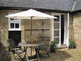 The Doghouse, Wicken, near old Stratford - Old Stratford vacation rentals