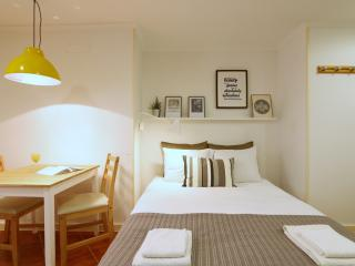 Design studio in heart of Alfama,wifi,1 double bed - Lisbon vacation rentals