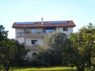 Bright 1 bedroom Townhouse in Locri with Internet Access - Locri vacation rentals