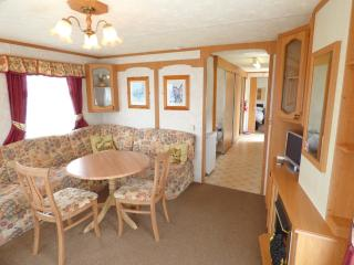 Cozy 2 bedroom Skegness Caravan/mobile home with Television - Skegness vacation rentals