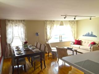 Cozy On Cloud 9 - 2bd apt 2nd fl 18min to NYC - North Bergen vacation rentals