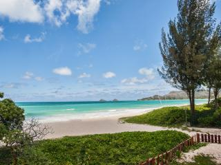 BEACHFRONT 6BR/4.5BA Kailua family style with Pool - Kailua vacation rentals