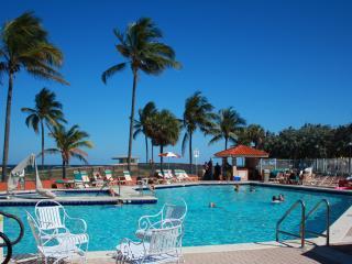 Ocean View Studio, free WiFi, pool, beach - Hollywood vacation rentals