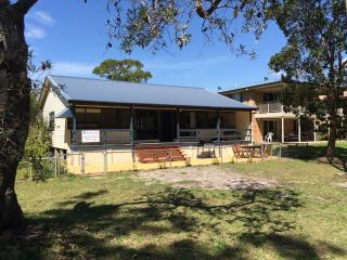 4 bedroom House with Waterfront in Lake Conjola - Lake Conjola vacation rentals