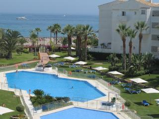 Beachside- all beds.ensuit Fib.opt.wifi fullSKYTV - Puerto José Banús vacation rentals