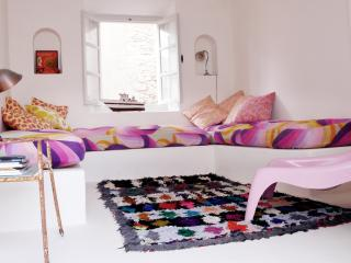 Charming Riad with Balcony and Cleaning Service in Essaouira - Essaouira vacation rentals