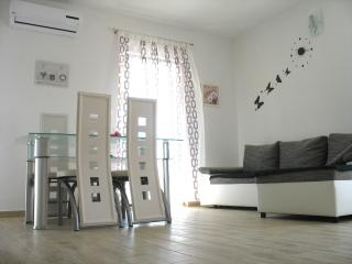 Charming 2 bedroom Okrug Gornji Apartment with Internet Access - Okrug Gornji vacation rentals