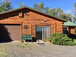 Lovely Cabin with Internet Access and Grill - Pray vacation rentals