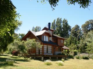 Beautiful Log House Bariloche Patagonia Argentina - San Carlos de Bariloche vacation rentals