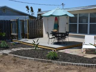 2 bedroom Bungalow with Deck in Ormond Beach - Ormond Beach vacation rentals