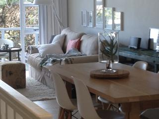 Comfortable Condo with Deck and Internet Access - Hout Bay vacation rentals