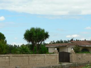 Villa in campagna a 5 minuti dal mare - Castiglione d'Otranto vacation rentals