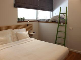 Cozy 1 bedroom Condo in Tel Aviv - Tel Aviv vacation rentals