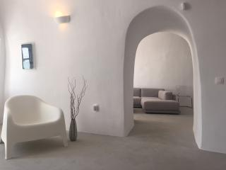 Our Island OASIS ! (2000 sq ft) Walk to Fira - Firostefani vacation rentals