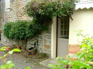 3 bedroom Gite with Porch in Pont-d'Ouilly - Pont-d'Ouilly vacation rentals