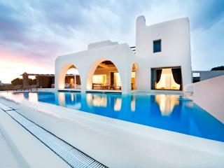Beautiful Villa with Deck and Internet Access - Mykonos vacation rentals