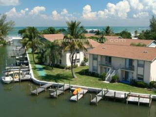 Perfect 2 bedroom Anna Maria Condo with Deck - Anna Maria vacation rentals
