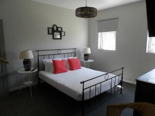 Guest House Antero De Quental - Double Room - Porto vacation rentals