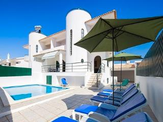 6 BEDROOM VILLA near the beach with a/c and wifi - Albufeira vacation rentals