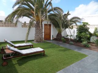 Bright House with Satellite Or Cable TV and Outdoor Dining Area - Cotillo vacation rentals