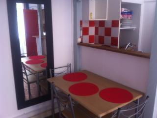 Studio meublé + mezzanine/LE PANIER/prox.MUCEM - Marseille vacation rentals