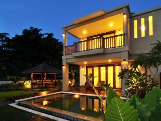 Villa Pantai Senggigi - Mangsit vacation rentals