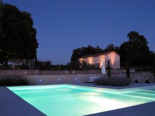 Design Cottage with large landscaped pool - Cognac vacation rentals
