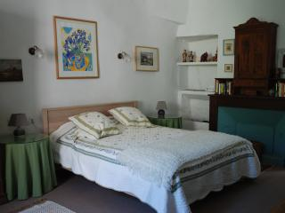 Charming Gite in Cajarc with Internet Access, sleeps 2 - Cajarc vacation rentals