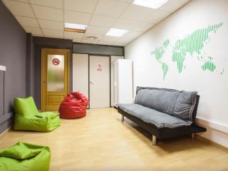 Quadruple room in Barcelona center - Barcelona vacation rentals