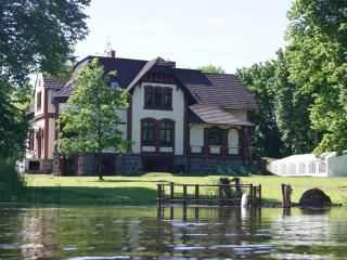 Charming Manor house with Satellite Or Cable TV and Hot Tub - Mescherin vacation rentals