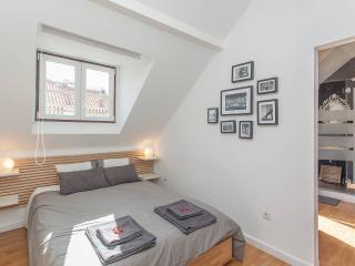 Beautiful 1 bedroom Apartment in Lisbon with Internet Access - Lisbon vacation rentals