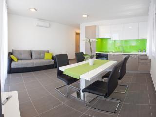 1 bedroom Apartment with Internet Access in Podstrana - Podstrana vacation rentals