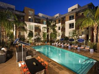 Luxurious 1 Bedroom Apartment in the heart of Hollywood - Hollywood vacation rentals