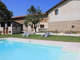 Bright 5 bedroom Guest house in Saint-Bonnet-de-Chavagne with Internet Access - Saint-Bonnet-de-Chavagne vacation rentals