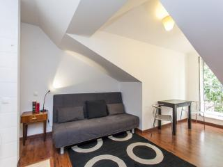 Cozy Condo with Internet Access and Washing Machine - Lisboa vacation rentals