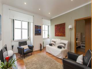 Bright 2 bedroom Lisboa Apartment with Internet Access - Lisboa vacation rentals