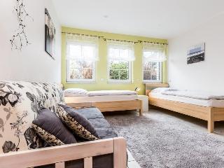 B2 Quiet apartment in Bergisch Gladbach Moitzfeld - Dahlhaus vacation rentals
