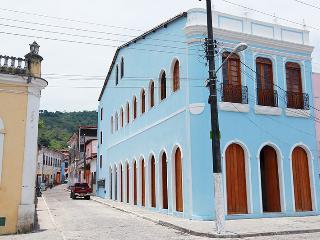 """8 """"La Buena Vida Apartamentos"""" Conforto e bom gosto no Recôncavo - Sao Felix vacation rentals"""