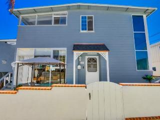 See-Ya-Soon Beach House: Steps to the sand! A/C, Fenced Yard, Walk to Shops and Restaurants, Wifi - Mission Beach vacation rentals