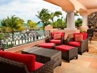 Tres Hermanas - 3 or 4 bedroom beachfront condo - Puerto Aventuras vacation rentals
