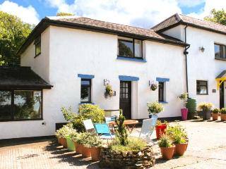 BLUEBELL, pet-friendly cottage with swimming pool, BBQ area, Bude Ref 29355 - Bude vacation rentals
