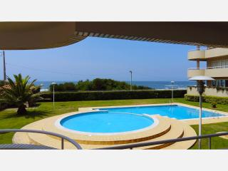 Beach front apartment with direct access to pool. - Vila Nova de Gaia vacation rentals